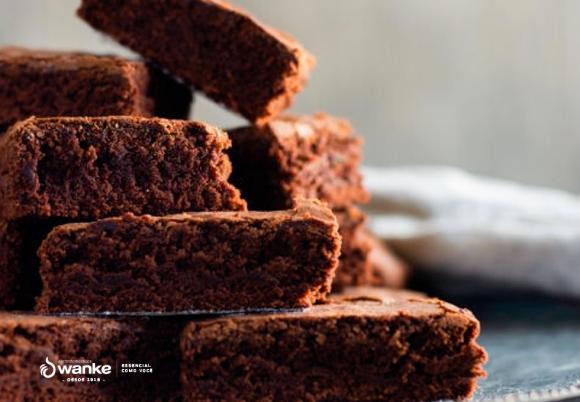 Aprenda a fazer uma deliciosa receita de Brownie com framboesa e amêndoas laminadas para o Natal