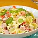 se-delicie-com-uma-incrivel-salada-de-macarrao-com-molho-de-iogurte.png